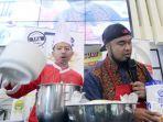 peppy-bersama-chef-agus-kusnadi-saat-menggelar-demo-membuat-roti.jpg