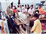 perahu-kayu-yang-mengangkut-anak-anak-pengungsi-rohingya_20180404_014140.jpg