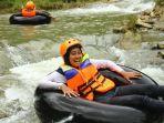 perawan-menyusuri-panohan-satu-satunya-destinasi-wisata-river-tubing-di-rembang_20170430_112639.jpg