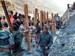 personel-indo-tibetan-border-police-itbp-melakukan-pekerjaan-penyelamatan-di-salah.jpg