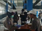 personel-satlantas-polres-cilacap-memeriksa-kesehatan-penumpang-di-terminal-cilacap.jpg