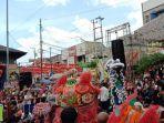 pertunjukan-barongsai-sebagai-budaya-etnis-tionghoa-yang-ditampilkan-dalam-grebeg-sudiro.jpg