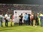 perwakilan-18-klub-sepakbola-yang-berkompetisi-di-liga-1-saat-menandatangani-ikrar-rivalitas_20181023_201452.jpg