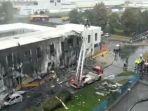 pesawat-pribadi-menabrak-sebuah-gedung.jpg