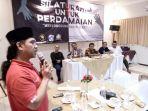 peserta-dan-narasumber-berdiskusi-dalam-silaturahim-untuk-perdamaian_20180212_190254.jpg