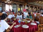 peserta-fun-rally-komunitas-mobil-semarang-bambang-santoso-di-kampung-laut_20161030_154707.jpg