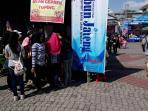 peserta-jalan-sehat-tribun-jateng-festival-semarangan-serbu-stand-kuliner-di-balaikota-semarang_20161016_092006.jpg