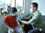 petugas-dinas-kesehatan-kota-semarang-melakukan-imunisasi-atau-ori_20180721_205439.jpg