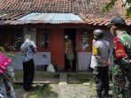 petugas-gabungan-ppkm-mikro-mengunjungi-pasien-isolasi-mandiri-di-kecamatan-karanganyar-kebumen.jpg