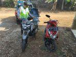 petugas-kepolisian-menunjukkan-dua-sepeda-motor-yang-terlibat-dalam-kecelakaan.jpg