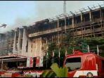 petugas-pemadam-kebakaran-melakukan-pendinginan-pada-minggu-2382020-pagi.jpg