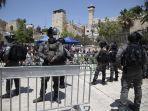 petugas-polisi-israel-berjaga-jaga-saat-warga-palestina-salat-jumat.jpg