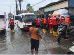 pmi-kota-semarang-evakuasi-korban-banjir.jpg