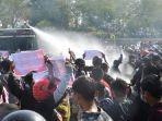 polisi-bubarkan-demo-myanmar.jpg