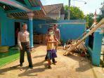 polisi-mengamankan-ka-42-warga-desa-karanggedang-kecamatan-bukateja.jpg