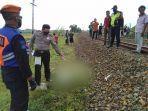 polisi-menunjuk-lokasi-kejadian-tertabrak-kereta-api-di-kebumen-minggu-2832021.jpg