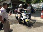 polisi-polres-brebes-mengendarai-ambulans-motor.jpg