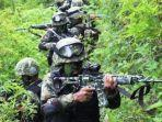 prajurit-tni-tengah-pengintaian-di-kampung-jalai-distrik-sugapa-intan-jaya-papua.jpg