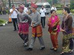 presiden-joko-widodo-menghadiri-pemberian-gelar-adat-dilakukan-di-griya-agung-kota-palembang.jpg