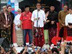 presiden-joko-widodo-saat-memberikan-sambutan-dalam-acara-festival-sarung-indonesia-2019-di-senayan.jpg