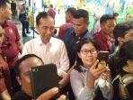 presiden-jokowi-melayani-slajakan-swafoto-pengunjung-mal-sabtu-122020.jpg