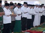 presiden-jokowi-salat-istiska-di-masjid-amrullah-kompleks-pangkalan-tni-au-roesmin-nurjadin.jpg