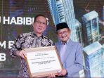 presiden-ke-3-ri-bj-habibie-bersama-dengan-presiden-komisaris-pt-pollux-properties-indonesia.jpg