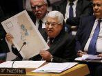 presiden-palestina-mahmud-abbas-mengangkat-peta-perdamaian-israel-palestina-versi.jpg