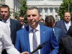 presiden-ukraina-volodymyr-zelensky-kanan-bersama-penasihatnya-sergui-shefir.jpg
