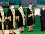 prof-dr-mohammad-nuh-dea-paling-kanan-menerima-penghargaan-budai-award.jpg