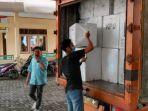 proses-distribusi-logistik-pemilu-dari-gudang-kpu-menuju-ppk.jpg
