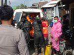 proses-evakuasi-jenazah-perempuan-yang-ditemukan-terapung-di-sungai-juwana-kabupaten-pati.jpg