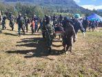 proses-evakuasi-jenazah-yang-tewas-dibunuh-kkb-di-kampung-uloni.jpg