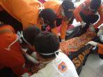 proses-evakuasi-korban-kecelakaan-di-gondosuli-tawangmangu_20170228_203232.jpg