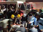proses-evakuasi-korban-kecelakaan.jpg