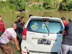proses-evakuasi-mobil-yang-terjun-ke-sungai-di-poros-polewali-mamasa-selasa-452021.jpg