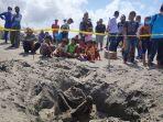 proses-evakuasi-temuan-kerangka-manusia-di-pantai-parangkusumo.jpg