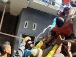 proses-evakuasi-tukang-bangunan-di-cilacap-meninggal-dunia-secara-tiba-tiba-saat-bekerja.jpg