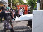 proses-evakuasi-wanita-berusia-lanjut-yang-ditemukan-tewas-di-dalam-rumahnya-di-semarang.jpg