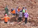 proses-evakusi-korban-longsor-di-salem-brebes-23-februari_20180223_184617.jpg