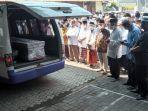 proses-pemakaman-mantan-sekretaris-daerah-sekda-kabupaten-batang.jpg