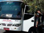 puluhan-orang-mengantre-layanan-samsat-online-keliling-samkel-di-depan-e-plaza-simpanglima.jpg