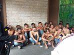 puluhan-orang-menggeruduk-pt-bpr-adipura-santosa-di-jalan-veteran-194-kelurahan-kratonan.jpg