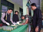 puluhan-prajrurit-tni-ikuti-tes-urine-yang-dilaksanakan-di-aula-serbaguna-makodim-0710_20180313_201415.jpg