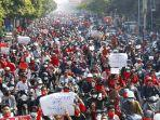 puluhan-ribu-orang-berdemonstrasi-menentang-pengambilalihan-militer-di-kota-terbesar-myanmar.jpg