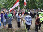 puluhan-warga-penolak-pabrik-semen-blokade-akses_20170212_091326.jpg
