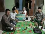 purwanto-orang-kedua-dari-kiri-pengurus-masjid-al-iman-desa-sriwulan-limbangan_20180510_135502.jpg
