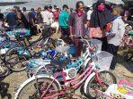 pusat-sepeda-bekas-di-pasar-cilongok-banyumas-pada-rabu-2462020.jpg
