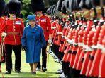 ratu-elisabeth-ii-dan-pasukan-kerajaan-inggris-buckingham.jpg