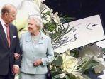ratu-elizabeth-ucapkan-selamat-tinggal-pada-pangeran-philip-sebuah-catatan-diselipkan-di-peti-mati.jpg
